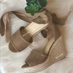 Shoes - ✨NEW LACE UP ANKLE WRAP ESPADRILLE WEDGE✨